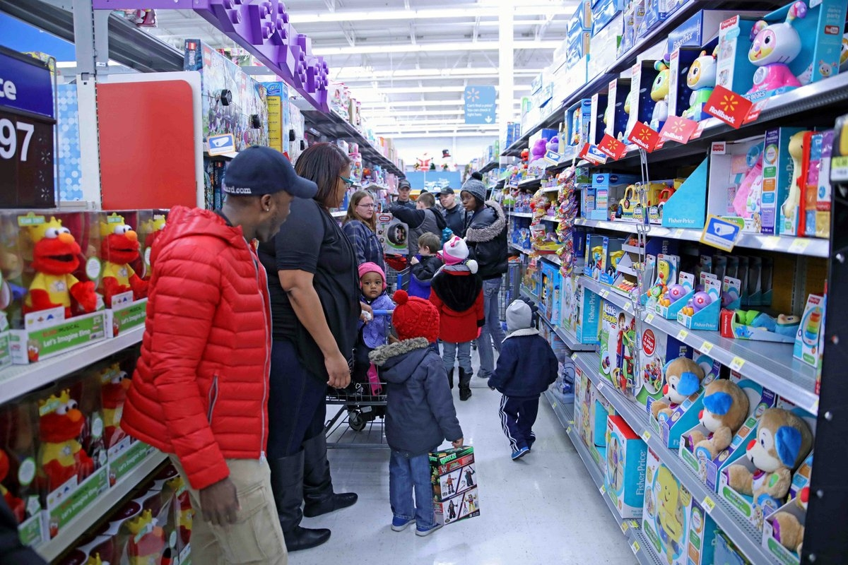 "Walmart On Austin Peay >> Clarksville Police held annual ""Shop with A Cop"" Saturday - Clarksville, TN Online"