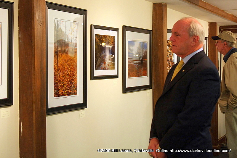 Clarksville Mayor Johnny Piper enjoys Cliff Whittakers artwork at the D.A.C. Gallery