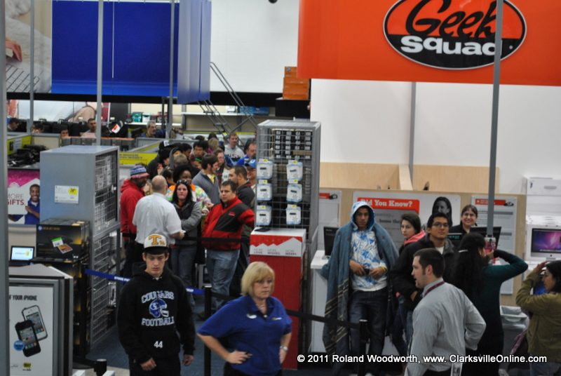 Black friday shoppers turn out in droves for bargins for Target clarksville tn