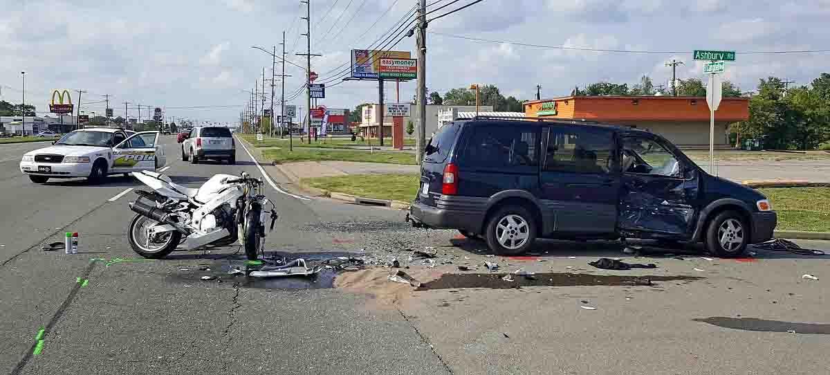Monday Oct  Car Accident T