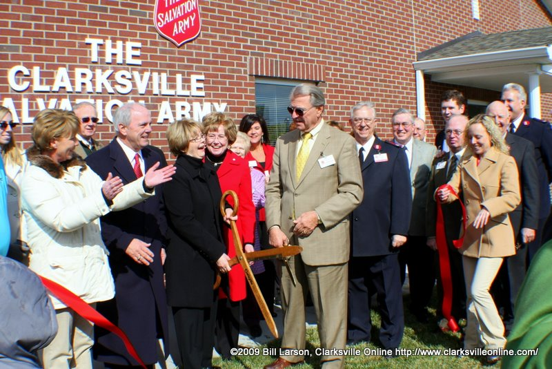 With the cutting of the ribbon the new shelter is official open!