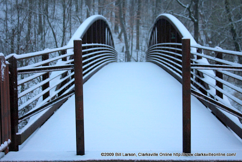 Late season snow delights youngsters slows travel clarksville snow covered bridge at billy dunlop park sciox Image collections