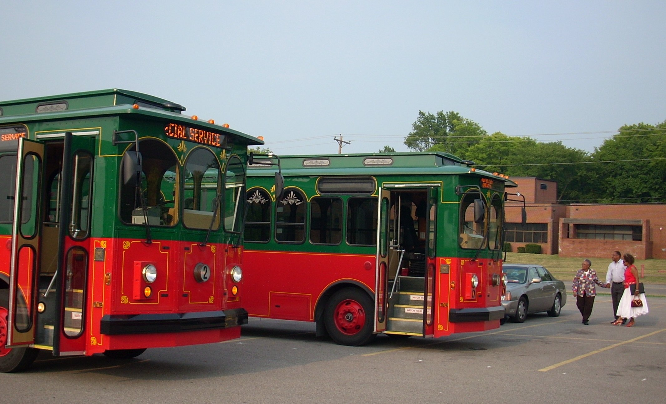 trolleys4-co.JPG