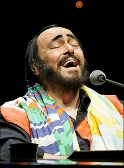 co-pavarotti-sings.jpg