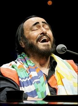 co-pavarotti-sings.jpg