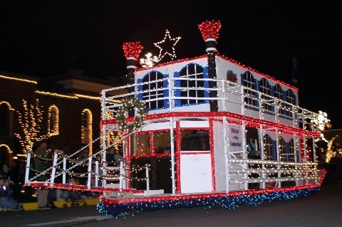 parade-steamboat.JPG