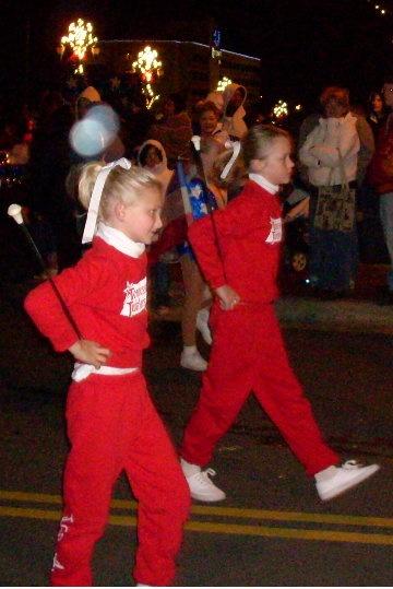 parade-twirlers-in-red.JPG
