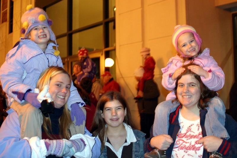 redo-women-with-three-children.jpg