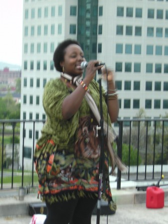 Amelia Akputu Sings