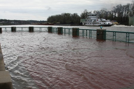 The Towboat Evey-T passing the recently submerged terrace at McGregor Park