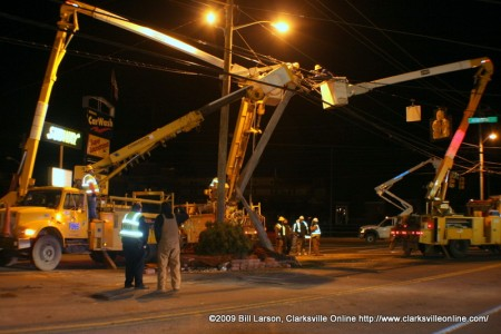 Pike Electric, a CDE pole maintainence contractor, works to replace destroyed Madison Street utility pole.