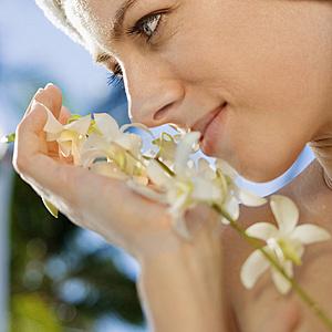 woman-w-flower