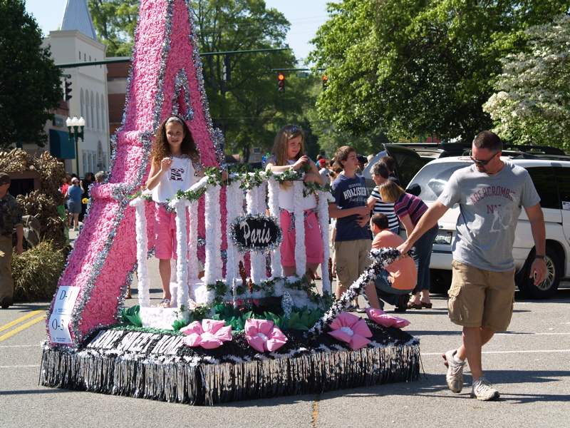 At the worlds biggest fish fry captn there be catfish races paris in pink at the childrens parade publicscrutiny Images
