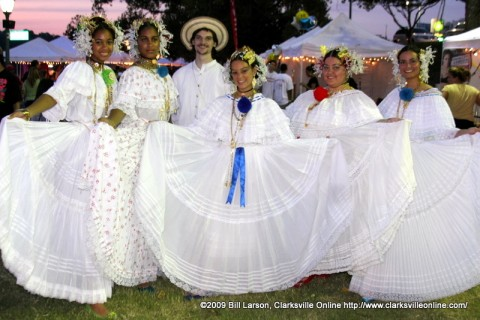 The colorful Ballet Folklorico Viva Panama dancers