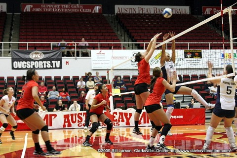 The APSU Lady Govs playing the  Murray State Racers