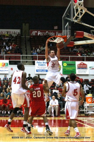 Sophomore forward Anthony Campbell slamming the ball home