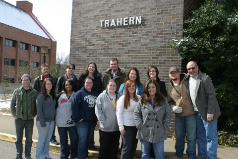 Austin Peay State University art students, pictured outside the Trahern Building, will present several art shows and exhibits this fall on campus. Members of the class are (from top left) Brent Hall, Rick Ellison, Jamianne Plutowski, Matthew Binkley, Melanie Hildebrandt, Erica Lampley, Jamie Holland, Gregg Schlanger, (front row) John Perkins, Erin Slauson, Shiera Gorum, Brittany Fleming, Dina Mayse, Christa Williams and Susan Cheek. (Photo By Charles Booth/APSU Public Relations and Marketing)