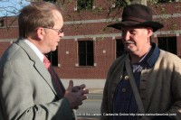 Civil War 150 Steering Commission co-chair Frank Lott speaking with a member of Porter's Battery