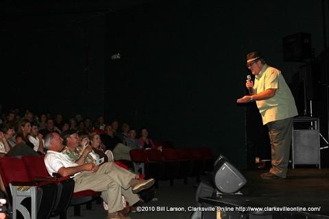 Hank Bonecutter addressing Clarksville Mayor Johnny Piper