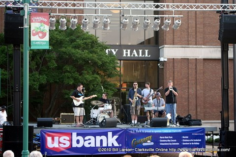 Syd Hedrick and the Blues News playing at the June Jammin' in the Alley concert