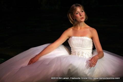 Kera Halbersleben as Cinderella