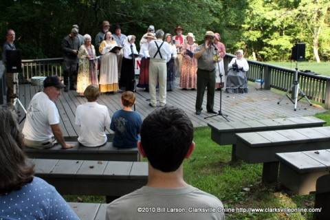 Fort Donelson Park Historian Jim Jobe introducing the Civil War Singers