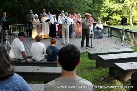 Fort Donelson Park Historian Jim Jobe introducing the Civil War Singers