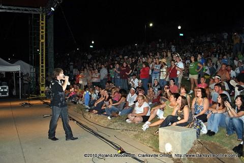 Jimmy Wayne performs at Riverfest 2010
