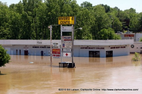 The flood waters around the Austin's Beauty College Building during the crest of the flood.