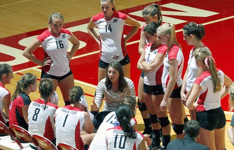 Head coach Haley Janicek (center) and the Lady Govs travel to Tennessee Tech and Jacksonville State this weekend. (Courtesy: Robert Smith/The Leaf-Chronicle)