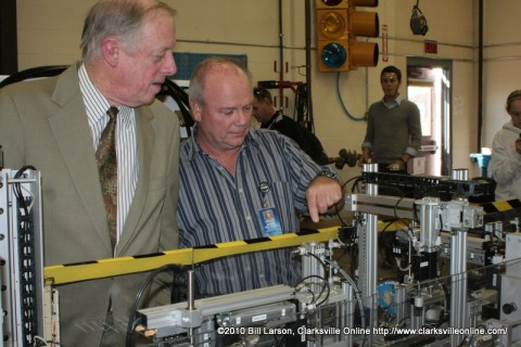 Governor Phil Bredesen gets a walk through of a miniature production line from Industrial Maintenance Instructor Steve Hawkins