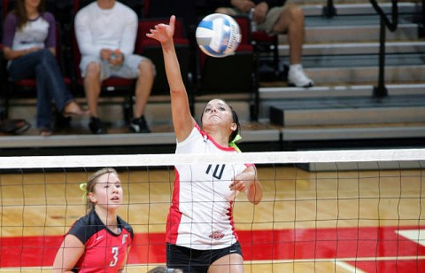 Junior Ilyanna Hernandez led the Lady Govs with 15 kills in Friday's victory against Morehead State. (Courtesy: Keith Dorris/Dorris Photography)