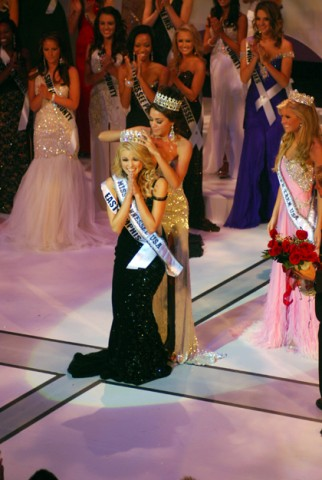 Miss Tennessee USA Ashley Durham receives her crown from former Miss Tennessee USA Tucker Nichol Perry.