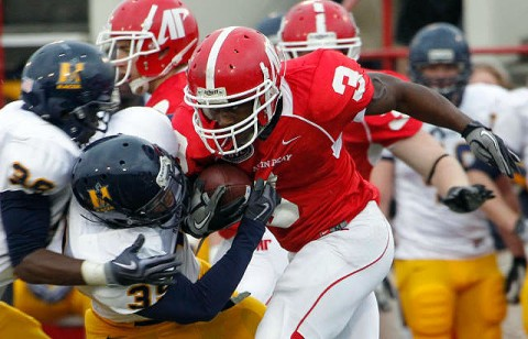 Terrence Holt rushing againest the Racers. (Courtesy: Robert Smith/The Leaf-Chronicle)