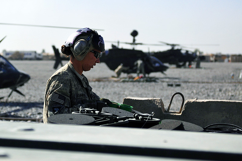 Spc Kimberly Brooke Jones E Troop Task Force Saber Ammunition Specialist Loads The