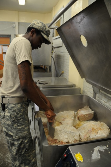 Us Army Pfc Ailea N Hundley Of Chicago A Food Service