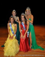 2010 River Queen & Teen crowns the 2011 River Queen & Teen