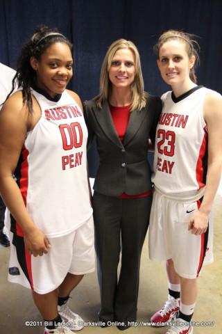 (L-R) Jasmine Rayner, Lady Govs Head Coach Carrie Daniels and Brooke Faulkner.