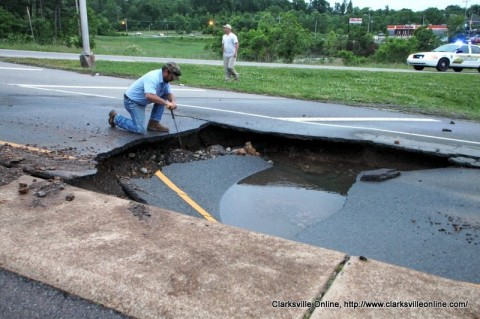 Cumberland Drive Cave In Causes Lane Closure Off of Riverside Drive and Highway 48/13