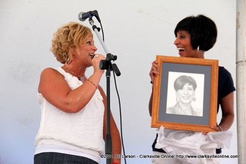 Dover, TN Mayor Lesa Fitzhugh presents Vicki Yates from News Channel 5 with a portrait sketch