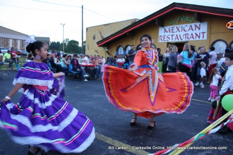 Dancers show off their Hispanic Heritage outside of El Toro DE Don Jose Mexican Restaurant