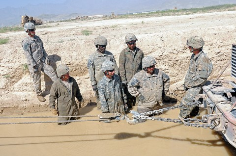 Sgt. Joshua Garner, a recovery instructor with the 59th Ordnance Brigade, US Army Ordnance Center and School, walks the six students of the Vehicle Recovery Course through different approaches to recovering a vehicle stuck in a mire pit. (Photo by Spc. Michael Vanpool)