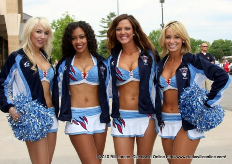 Titans Cheerleaders visit the Fort Campbell PX.