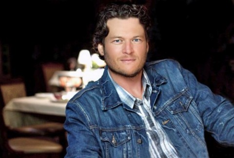 Blake Shelton hold concert for the 101st Airborne Division and family.