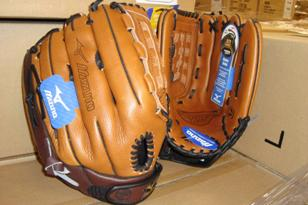 Mizuno USA Inc. Recalls Baseball and Softball Gloves