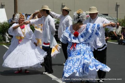 Ballet Folklorico Viva Panama dancers at the International Festival.