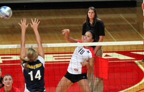 Senior Ilyanna Hernandez led the Lady Govs with 17 kills – the most by an APSU hitter this season – in the Lady Govs four-set loss at Eastern Kentucky, Friday. (Courtesy: Keith Dorris/Dorris Photography)