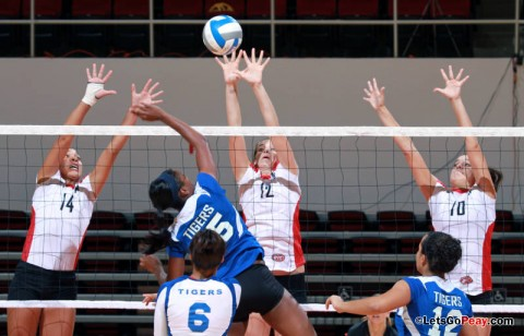 Sophomore Lauren Henderson center) had nine kills and three blocks in the Lady Govs sweep of Tennessee State, Tuesday. APSU Volleyball. (Courtesy: Mateen Sidiq/Austin Peay)