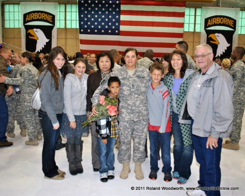 SFC Victoria Mace along with her son Hunter, Parents Hong & Bobby Mace and sister Jennifer Bradley and her children Gage, Chloe and Tori