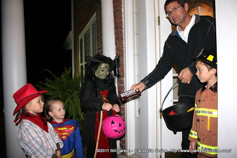 Paisley (5), Crispin (4), and Alessandra (9) were singing the Halloween song for Mark Williams and  the neighbor son John (6)